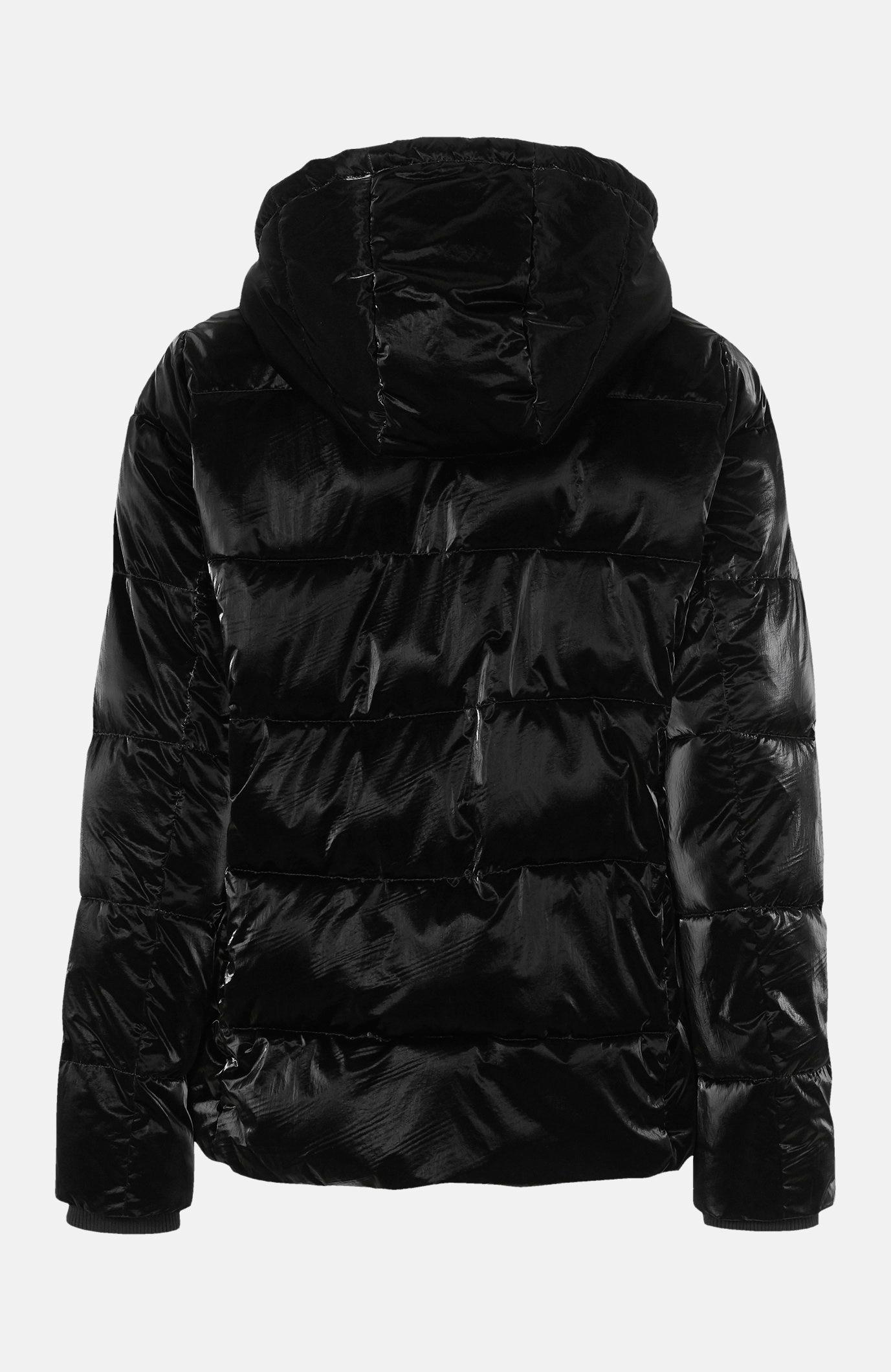 Vatēta jaka ar metālisku izskatu