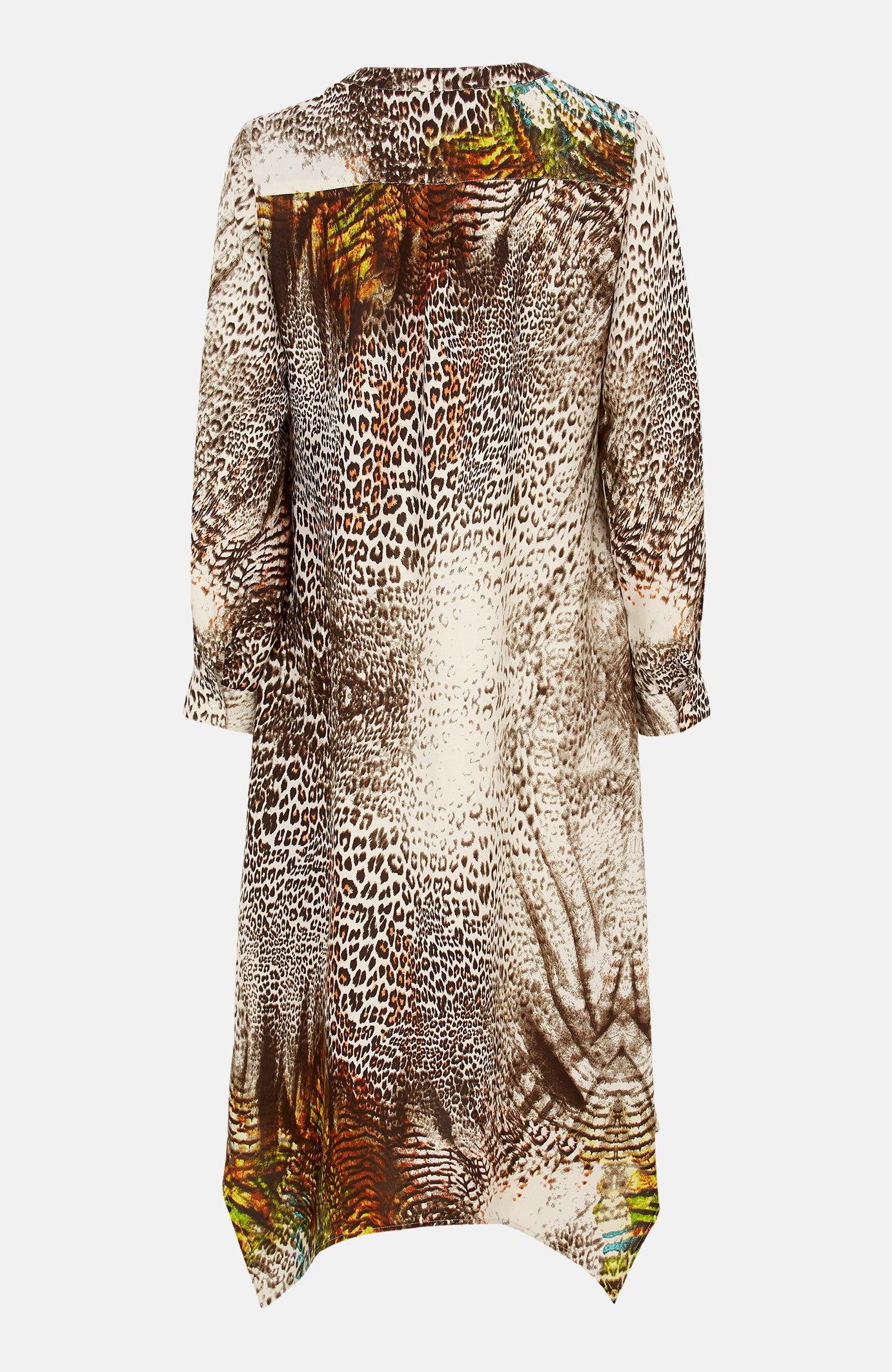 Plata kleita ar dzīvnieku rakstu un asimetrisku apakšmalu