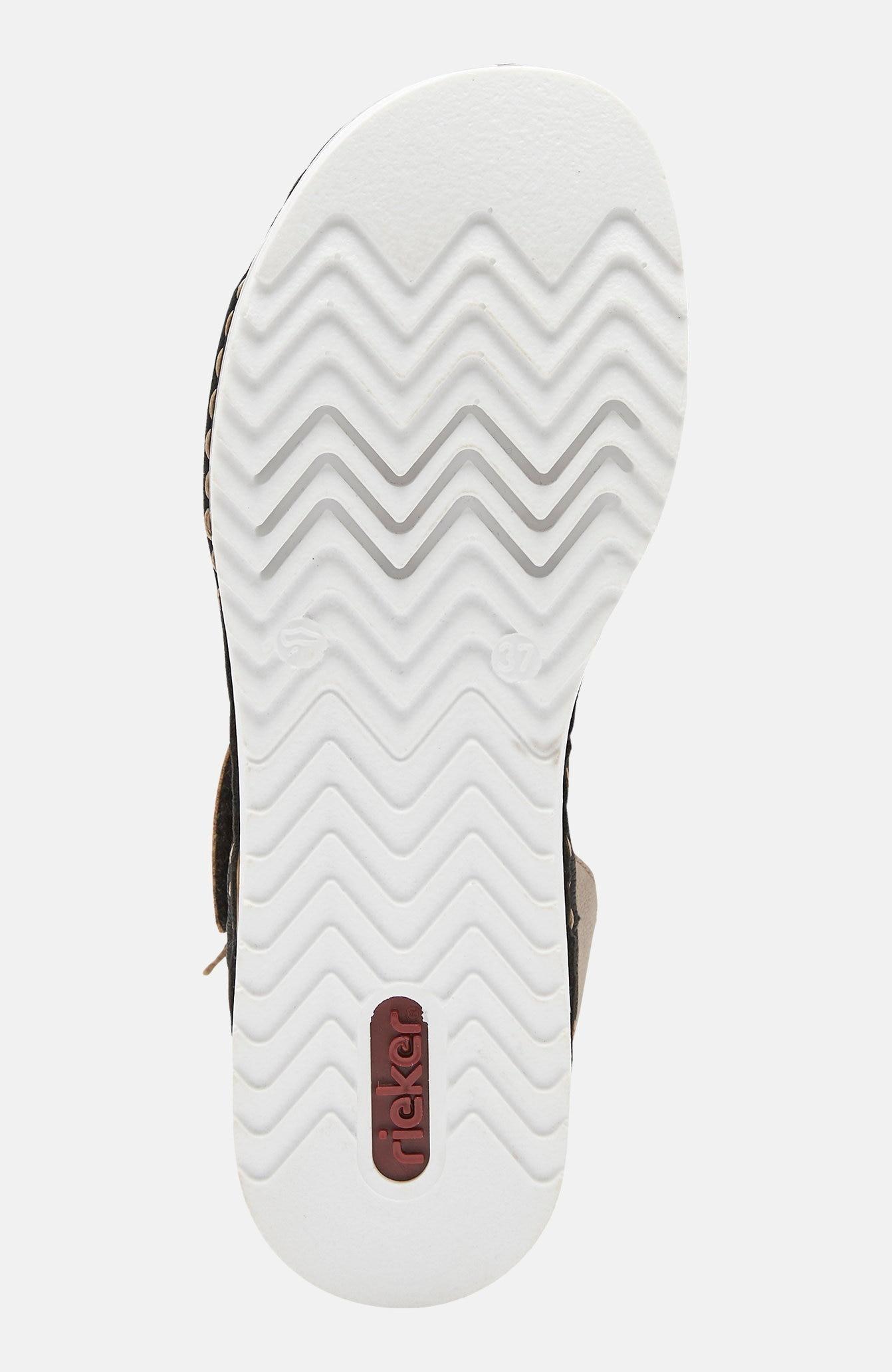 Sandales ar sprādzi ap potīti