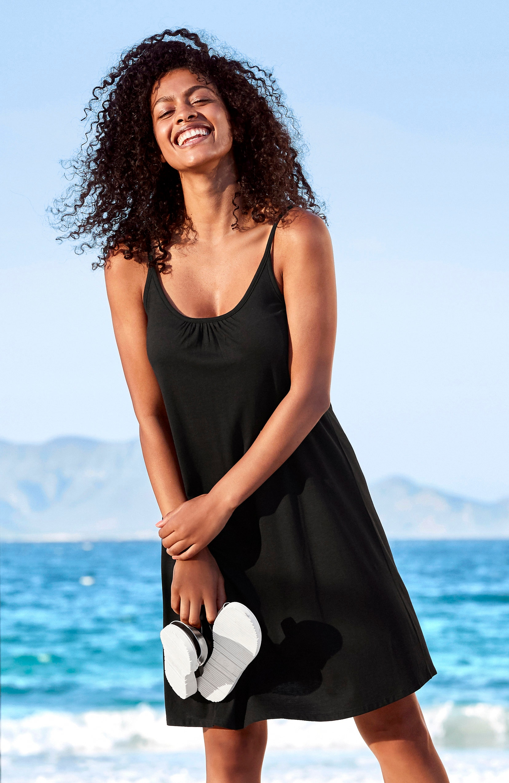 Melna pludmales kleita